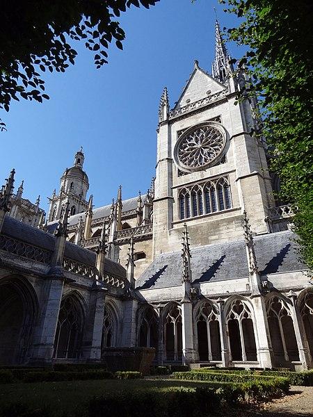 Cloister beside cathedrale Notre-Dame d'Evreux