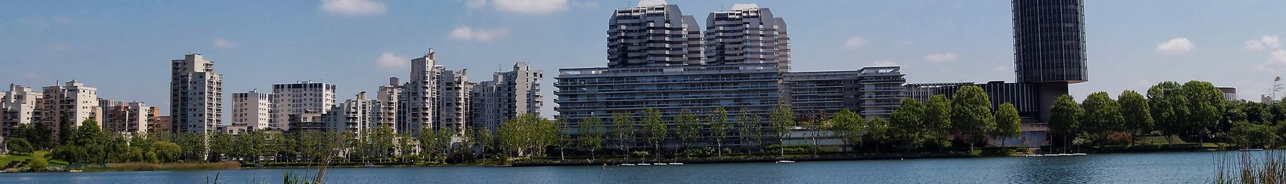 Créteil banner view from the lake.jpg