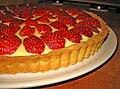 Crostata con crema e fragole.jpg