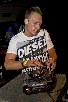 DJ Dean Live at Techno4ever net Bday Rave.jpg
