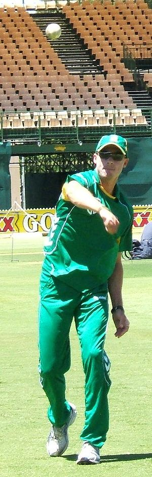 Dale Steyn - Steyn fields a ball at practice, Adelaide Oval, January 2009