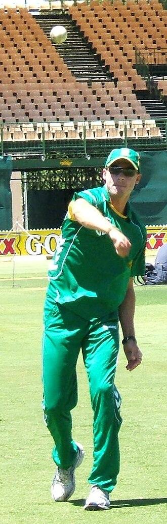 Dale Steyn - Steyn fields a ball at practice, Adelaide Oval, January 2009