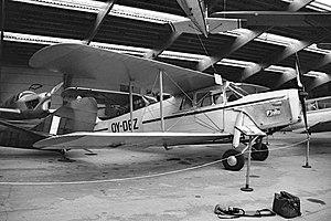 De Havilland DH-87B Hornet Moth OY-DEZ.jpg
