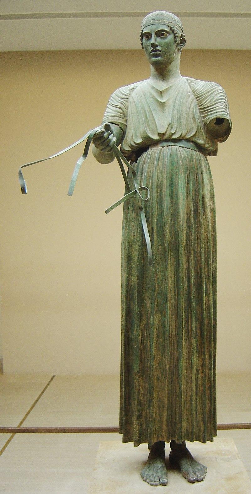 La expresión noble y el gesto orgulloso del Auriga de Delfos indican el respeto que imponían los héroes deportivos en la sociedad griega