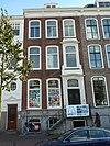 foto van Pand met tweeling gevel met nr. 18 op hardstenen plint met dito stoep, versierde ingangstravee, kroonlijst op gesneden consoles, alles in Lodewijk XIV-stijl