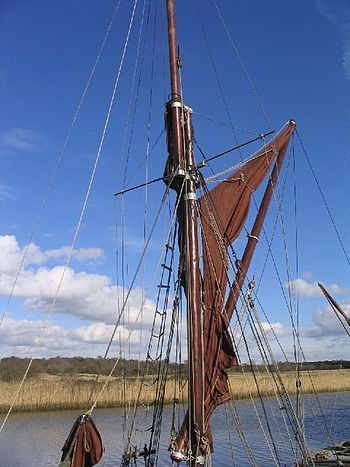 English: Detail of Thames Sailing barge at Sna...