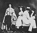 Deutscher Photograph um 1859 - Die Familie des Barons Andreas von Budberg (Zeno Fotografie).jpg