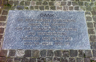 Albanians in Switzerland - Commemorative plaque at the Fraumünster in Zurich, in which the Albanian community expresses its gratitude for Switzerland's pro Albanian policy during the Kosovo War.