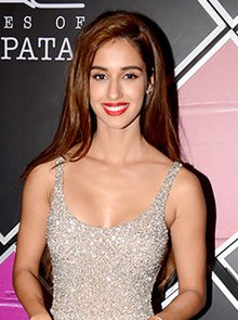 Disha Patani snapped at the M.A.C Cosmetics event, 2019 (2).jpg