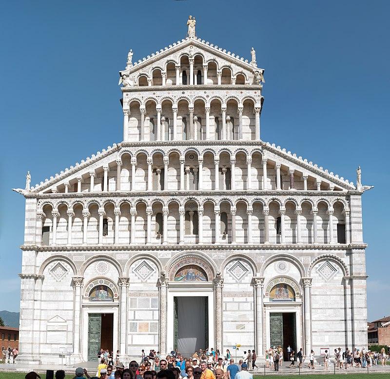 https://upload.wikimedia.org/wikipedia/commons/thumb/8/8b/Duomo_di_Pisa_Front_Facade_2009.jpg/800px-Duomo_di_Pisa_Front_Facade_2009.jpg