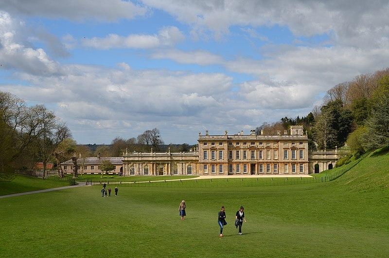 File:Dyrham Park - Front View with Stragglers - panoramio.jpg