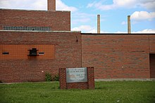 East St. Louis Lincoln Senior High School (14032638230).jpg