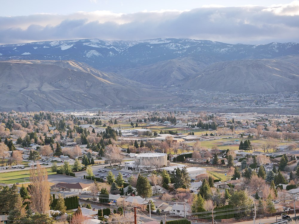 The population density of East Wenatchee in Washington is 3217.07 people per square kilometer (8348.1 / sq mi)
