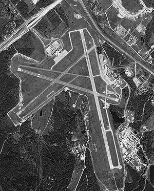 Easterwood Airport - Image: Easterwood 6jul 1999