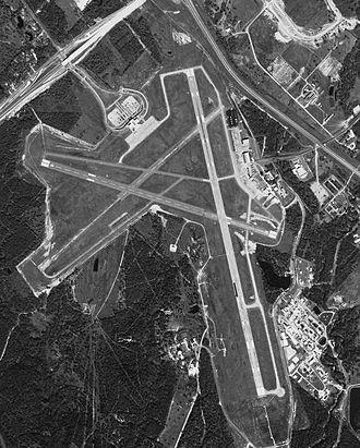 Easterwood Airport - Image: Easterwood 6jul 1999