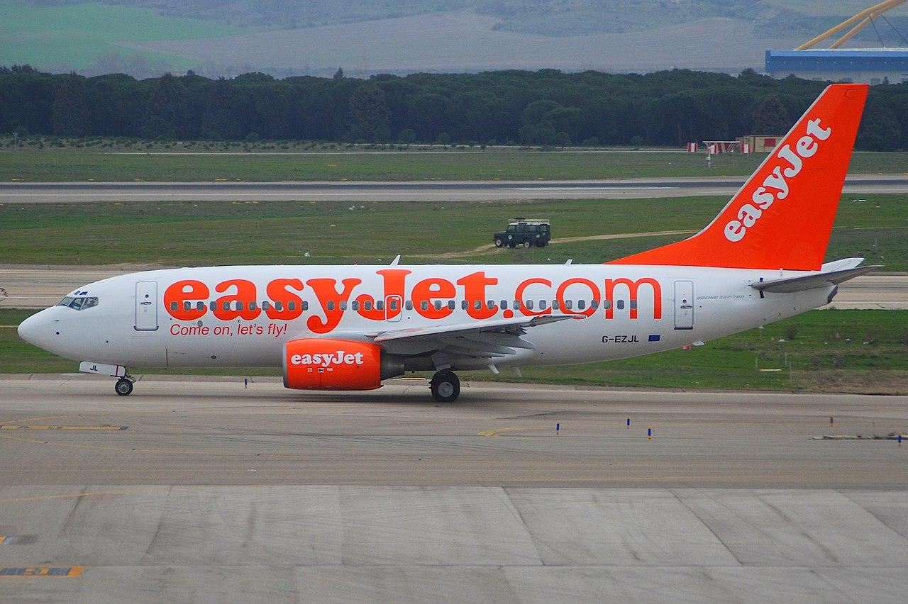 1280px-EasyJet_Boeing_737-700,_G-EZJL@MA