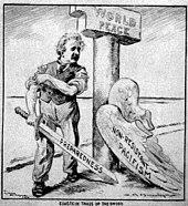 """Karikatura Einsteina, který odhodil křídla """"Pacifismu"""", stojící vedle sloupu označeného """"Světový mír"""".  Vytáhne si rukávy a drží meč označený """"Připravenost""""."""
