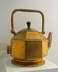 Electric water kettle, designed by Peter Behrens, AEG, Berlin, c. 1909, brass - Museum Künstlerkolonie Darmstadt - Mathildenhöhe - Darmstadt, Germany - DSC06390.jpg