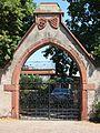 Eltville Burghof Tor.JPG