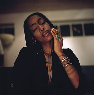 Erykah Badu - Badu backstage in Hamburg, Germany in 2002.