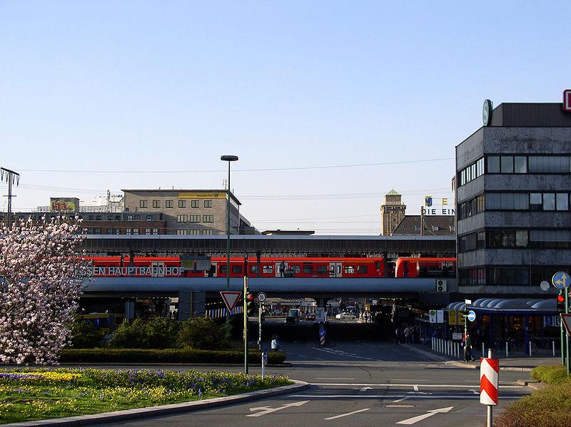 File:Essen Hauptbahnhof Freiheit.jpg