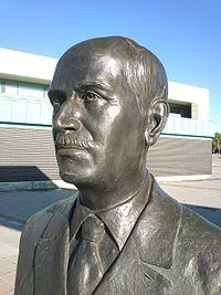 Estatua Pío del Río Hortega Museo Ciencia (Valladolid), detalle.JPG