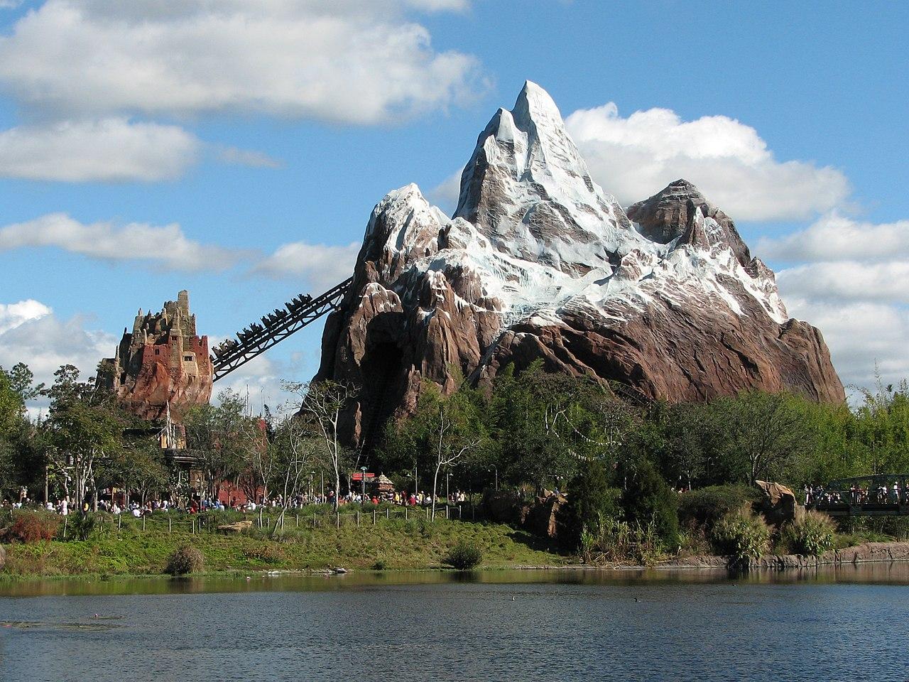 Disney Hollywood Adventure - ou la reconversion idéale du Parc Walt Disney Studios - Page 12 1280px-Expedition_Everest