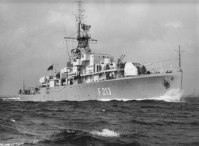 800px-F213_Scharnhorst.jpg
