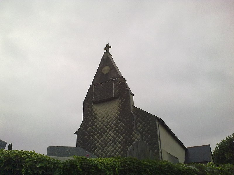 Clocher de l'église de Momy.