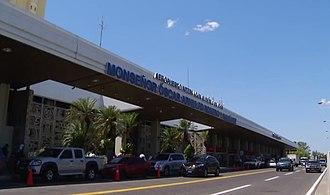Monseñor Óscar Arnulfo Romero International Airport - Image: Fachada sal