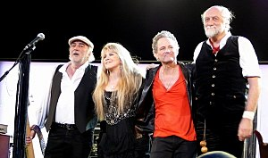 Fleetwood Mac 3. března 2009, z leva: John McVie, Stevie Nicks, Lindsey Buckingham, Mick Fleetwood