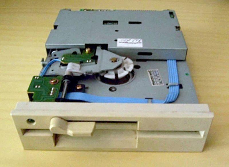 File:Flopy disk drive 525.jpg