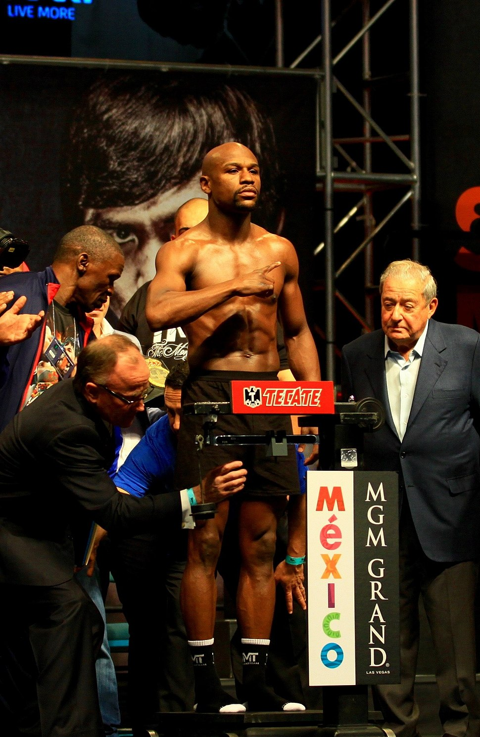 Floyd Mayweather jr weigh-in