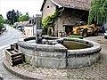 Fontaine-abreuvoir avec bassin circulaire.jpg