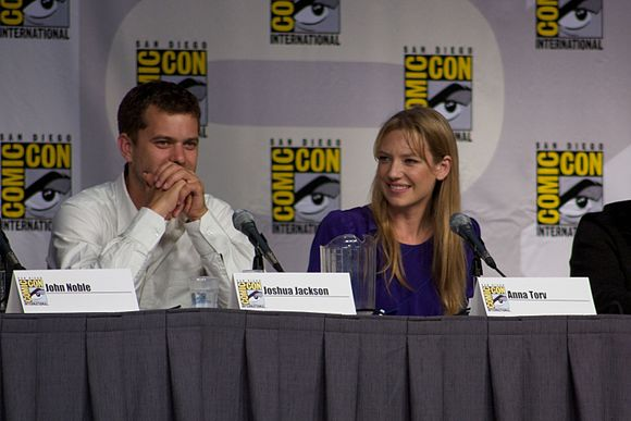 Joshua Jackson and Anna Torv's performances were mostly praised by critics. Fringe Panel 8 2010 CC.jpg
