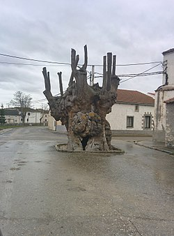 The Giant Old Elm, a cultural symbol of Frumales