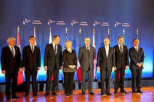 I ministri degli esteri presenti al G8 del 2011, Frattini è il primo da destra.