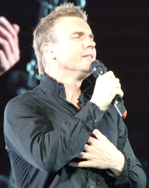 File:Gary Barlow on stage in 2009 crop.jpg