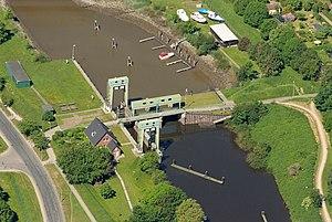 Geeste (river) - Image: Geeste Schleuse Bremerhaven 2012 05 28 DSCF9376