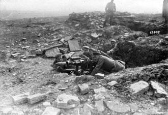7.58 cm Minenwerfer - German troops using the minenwerfer as an anti-tank gun in October 1918