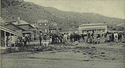 Geronimo departing for Florida from Fort Bowie, Arizona (1895).jpg