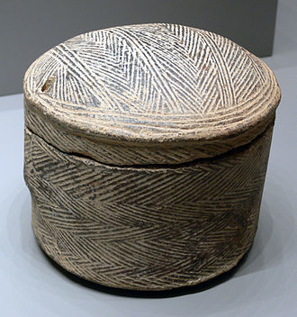 Grotta-Pelos culture - Lidded container with herringbone pattern.