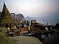 Ghats in Varanasi (25450332418).jpg