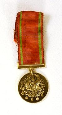 Gold Liyakat Medal (miniature, obverse).jpg