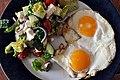 Græsk salat og spejlæg (8660333240).jpg