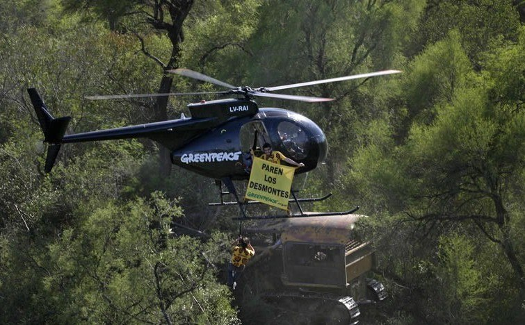 Greenpeacehelicopter-Chaco
