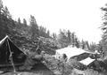 Grosses Zelt mit Steinmauern wird neu gedeckt - CH-BAR - 3239830.tif