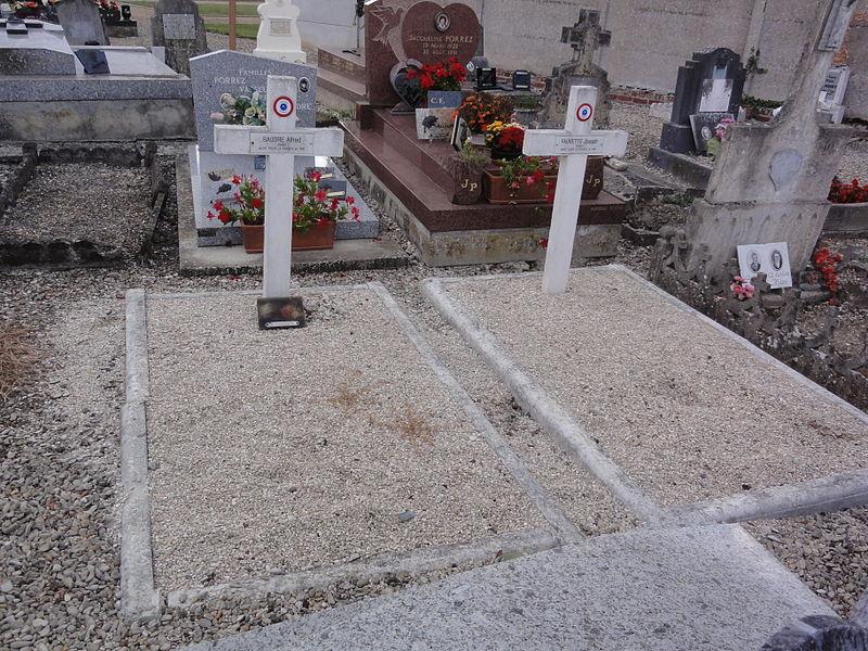 Grugies (Aisne) cimetière, 2 tombes de guerre 1916, 1918