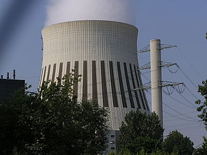 Berlin 380-kV electric line - Concrete / steel lattice tower next to the Reuter West cooling tower