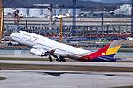 HL7428 - Asiana Airlines - Boeing 747-48E - ICN (18642818941).jpg